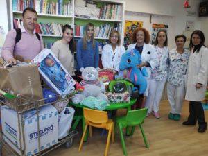 Grupo Agroponiente dona juguetes al hospital universitario torrecárdenas