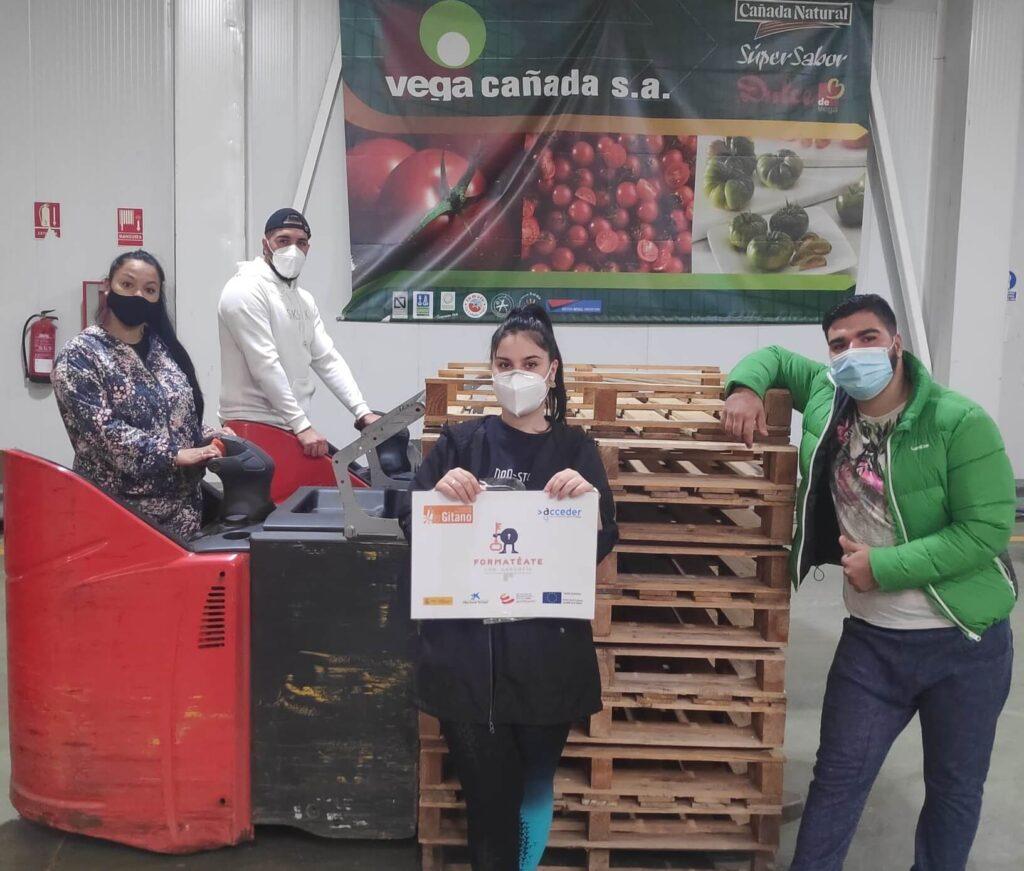 Una docena de alumnos se forman en manipulado y manejo de carretillas en Vegacañada gracias a la Fundación Secretariado Gitano