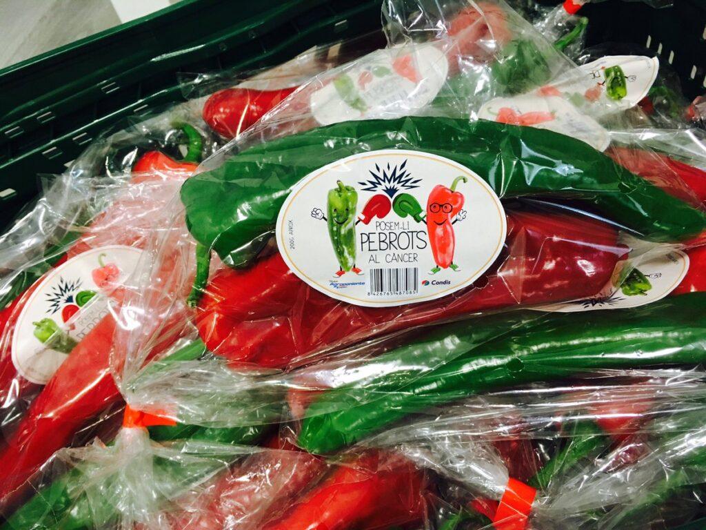 Éxito de la campaña de Condis Supermercados 'Pongámosle pimientos al cáncer'