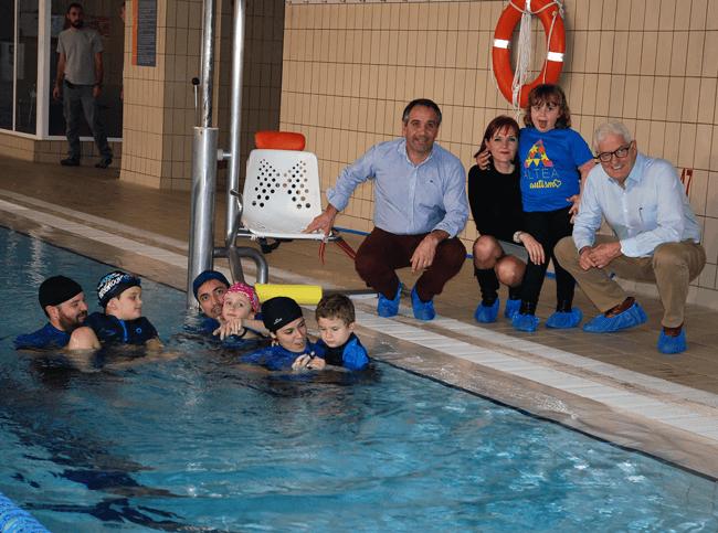 Inaugurada una de las calles en las que los niños de Altea Autismo practican natación
